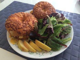 bagel sandwich breakfast